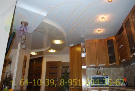 натяжной потолок в двух уровнях на кухне