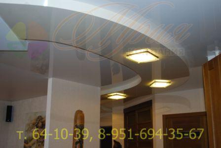 Натяжной потолок в двух уровнях в прихожей