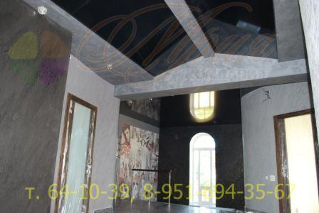 Черный глянцевый потолок