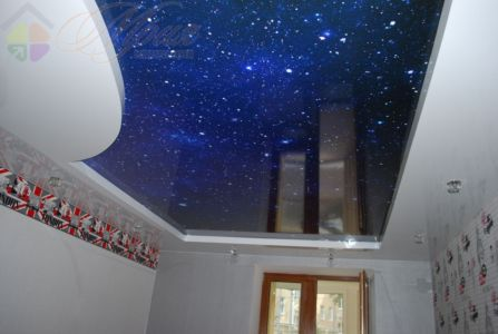 Звездное небо.Глянцевый натяжной потолок в спальне
