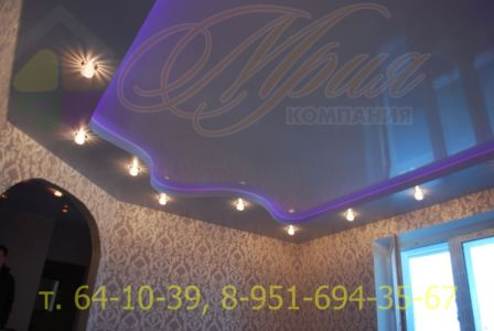Глянцевый натяжной потолок закарнизная подсветка
