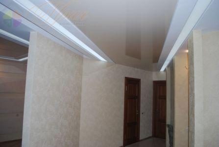 Транспорентное полотно с подсветкой в прихожей